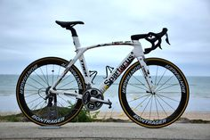 Cancellara's special edition Trek Madone for Tour de France - Cycling Passion Trek Bikes, Road Cycling, Cycling Bikes, Trek Mountain Bike, Trek Madone, Classic Road Bike, Pro Bike, Push Bikes, Bmx Freestyle