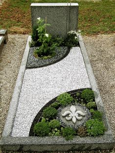 to close image, click and drag to move. Use arrow keys for next and previous. Cheap Landscaping Ideas, Front Yard Landscaping, Cemetary Decorations, Vertical Garden Design, Cemetery Headstones, Memorial Flowers, Landscape Design Plans, Funeral Flowers, Garden Planning