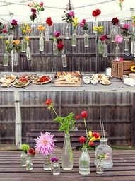 5 Beautiful (and Budget Friendly!) Decorating Ideas for Summer Parties - 5 Beautiful (and Budget Friendly!) Decorating Ideas for Summer Parties Five budget friendly, but still beautiful, summer entertaining ideas. Garden Parties, Wine Parties, Summer Parties, Spring Party, Decoration Buffet, Deco Buffet, Flower Decoration, Vases Decor, Summer Party Decorations