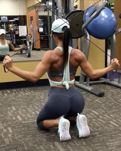 "4,380 Likes, 41 Comments - Workout Videos (@gymgirlvids) on Instagram: ""Vid by: @jillchristinefit Rise & Grind Some solid supersets in this back smash ladies Add this…"""