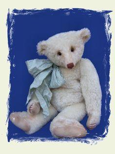 OSCAR PUDDINGTON a wonderful bear by Rachel Ward (Barricane Bears) photo courtesy of Abracadabra Teddy Bears