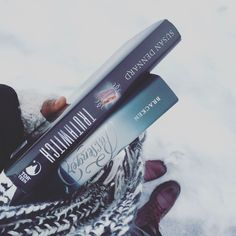 Snowy day ❄️😌 with some book baes.