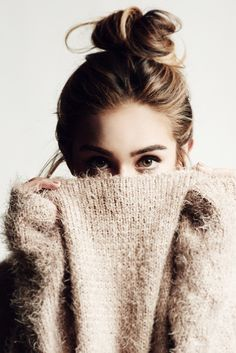 The contrast of texture and the fact that her face is half hidden creates an interesting portrait Beautiful Buns, Beautiful Disaster, Gorgeous Hair, Simply Beautiful, Shooting Photo, Tumblr Girls, Top Knot, Hair Inspiration, Photoshoot Inspiration