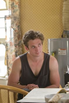 Lip Gallagher's Sexiest Moments on Shameless Could Leave Every Girl in Southie Swooning Celebrity Look, Celebrity News, The Professional Movie, Shameless Characters, Jeremy Allen White, Shameless Tv Show, Mickey And Ian, Cameron Monaghan, I Have A Crush