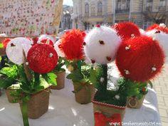 Chișinău Christmas Wreaths, Holiday Decor, Home Decor, Christmas Swags, Decoration Home, Holiday Burlap Wreath, Interior Design, Home Interior Design, Christmas Garlands