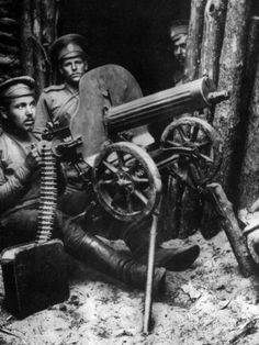 Russian machine gunners near Brest-Litovsk in 1915. Many Russian units disintegrated in rout or desertion during the Great Retreat of 1915, but others fought determined and desperate last stands to buy time for their comrades.