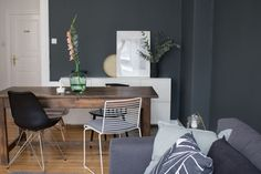 Recently, a dark gray color by Farrow & Ball decorates our wall in the living room … Source by kgrundschok Farrow Ball, Living Room Ideas 2019, Dark Grey Color, Office Desk, Sweet Home, Sofa, Interior Design, Chair, Wall