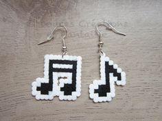 Bijou Boucles d'oreilles Musique, note de musique, perle hama bead, 8 bit pixel art, enfant femme fille, fait-main
