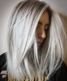 Stunning Types to Elevate Your Platinum Blonde Hair. Platinum blonde hair is widespread as a result of the truth that pure blonde hair could be very Platinum Blonde Hair Color, Ash Blonde Hair, Icy Blonde, White Blonde, Blonde Balayage, Blonde Highlights, Pretty Hair Color, Hair Color Shades, Hair Colour