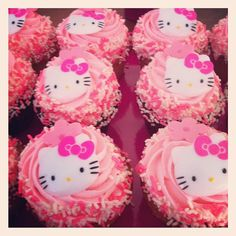 hello kitty Cuppycakes! ♥ I want these at my birthday :D