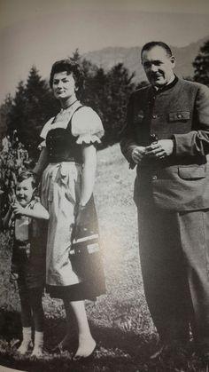 Necla Sultan ve ailesi