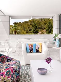 Modern Smells like Summer: Modern and Fresh House in Ibiza ibiza house inspirations 3 Luxury Interior Design, Interior Design Inspiration, Porches, Ibiza Apartments, Luxury Furniture, Outdoor Furniture Sets, Spanish Interior, Home Decor Trends, Outdoor Sofa