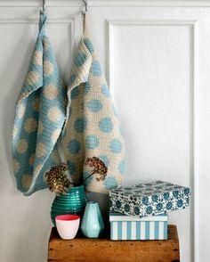 Beautiful crocheted towels - Her World needs translation. pattern below photo. Beautiful crocheted towels - Her World needs translation. pattern below photo. Crochet Towel, Crochet Potholders, Love Crochet, Knit Crochet, Diy Projects To Try, Crochet Projects, Crochet Kitchen, Tapestry Crochet, Afghan Crochet Patterns
