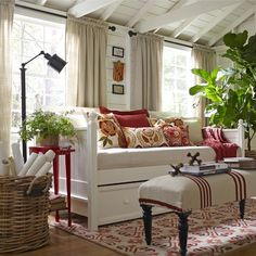 Cottage/Country Living Room Design