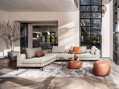 Combo Design is officieel dealer van Design on Stock ✓ Gratis offerte aanvragen Aikon Lounge hoekbank ✓ Altijd de scherpste prijs ✓ Snelle levering Bank Interior Design, Simple Living Room, Midcentury Modern, Modern Design, Design Design, Small Spaces, Home And Garden, Furniture, Home Decor