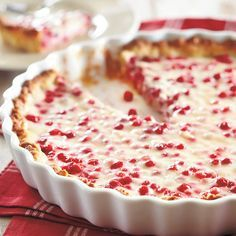Kookos-puolukkapiirakka (Coconut-lingonberry pie) - recipe in Finnish Flan, Finland Food, Mousse, Finnish Recipes, Scandinavian Food, Sweet Pastries, Sweet Pie, Exotic Food, Deserts