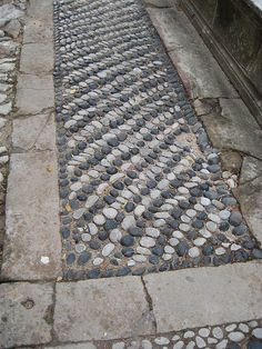 I would imagine, easy to replace stones if needbe. Mosaic Walkway, Stone Walkway, Pebble Mosaic, Stone Path, Pebble Stone, Mosaic Garden, Mosaic Art, Stone Garden Paths, Garden Paving