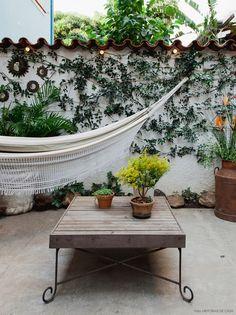 Morar em uma casa de vila é o sonho de muita gente. Ainda mais se ela tiver um quintal lindo e decoração muito inspiradora. Descubra dicas: