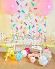 Icecream birthday party Esplêndida festa com o tema Sorvete! Candy Theme Birthday Party, 2nd Birthday Party For Girl, Donut Birthday Parties, Donut Party, Candy Party, Birthday Party Decorations, 4th Birthday, Birthday Ideas, Foto Baby