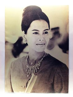 Mother of nation Queen Sirikit, Thai Traditional Dress, Thailand, Royalty, Bling, Jewels, Black And White, Fashion Ideas, Queens