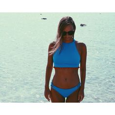 Bikini Lycra Azul con madroños rojos