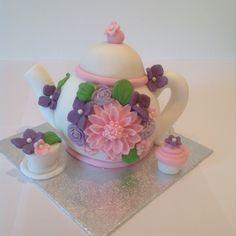 Little teapot cake by Lyn