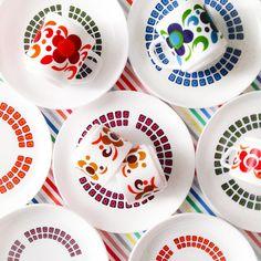 Vandaag weer fijn arcopal kunnen vinden #retroloekie #thrifted #arcopal #kleurigwonen #kitchen #servies