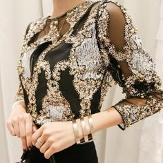 Korean Tops, Floral Tops, Sexy Shirts, Ladies Dress Design, Blouses For Women, Cheap Blouses, Designer, Ideias Fashion, Look