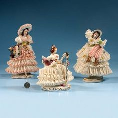 """632: Porcelain group of a lady playing harp, 6-1/2"""" lon : Lot 632"""
