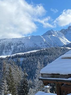 Looking out onto the mountains of Courchevel after an abundance of snowfall. Who's looking forward to getting back out to the ski slopes? #ski #skifrance #chaletcolombe #chaletmontana #courchevel #courchevel1850 Courchevel 1850, Ski Slopes, Abundance, Montana, Skiing, France, Travel, Colombia, Ski