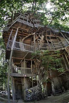 I want to see this...it is a 97 foot tree house in Crossville, Tennessee...designed and built by Horace Burgess, inspired by a Church