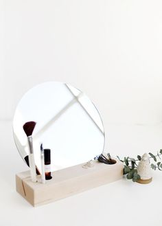Afforable Home Decor: Simple Vanity Mirror / Click for More Home Ideas