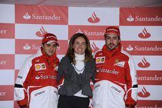 María Sánchez del Corral, directora de Marketing y Publicidad de Banco Santander con los pilotos Fernando Alonso y Felipe Massa