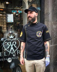 #sartorandvillain Barber Shop Interior, Barber Shop Decor, Barber Clothing, Salon Wear, Salon Uniform, Barber Man, Barber Tattoo, Barber Apron, Restaurant Uniforms