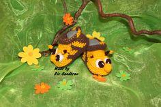 Babyschuhe Bienenform von Die Sandfrau auf DaWanda.com