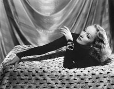 Marlene Dietrich flashing her art déco diamond and emerald bracelets made especially for her by Mauboussin Marlene Dietrich, Audrey Hepburn, Katharine Hepburn, Lady Diana, Elizabeth Taylor, Grace Kelly, Classic Hollywood, Old Hollywood, Windsor