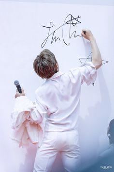 Jinjin from Astro 🌟 Seokjin, Namjoon, Hoseok, Foto Bts, Bts Photo, Bts Jin, Bts Jungkook, Jonghyun, Shinee