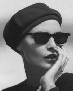 Campaign : Giorgio Armani Season : Fall 1996 Photographer : Peter Lindbergh Model(s) : Nadja Auermann all Fashion Guys, Future Fashion, Fashion Night, Only Fashion, White Fashion, Fashion Fashion, Runway Fashion, Fashion Trends, Nadja Auermann