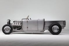 The crew at Hollywood Hot Rods has been working crazy hours since before Christmas building their 1932 Ford RPU AMBR Contender
