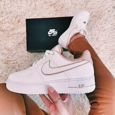 Dr Shoes, Cute Nike Shoes, Hype Shoes, Me Too Shoes, Shoes Sneakers, Adidas Shoes, Summer Sneakers, Sneakers Mode, Beige Nike Shoes
