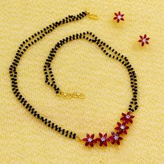 Delivers a large variety of blonde jewellery stock, traditional Blonde Ornament for girls. Gold Bangles Design, Gold Earrings Designs, Gold Jewellery Design, Bead Jewellery, Beaded Jewelry, Designer Jewelry, Necklace Designs, Jewellery Shops, Diamond Jewellery