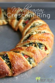Mediterranean Crescent Ring is a FRESH take on this fun classic. #thanksgiving #holiday #christmas #vegetarian #recipe #entertaining