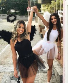10 Simple Last-Minute Halloween Costumes for Women Easy DIY Ideas for Cute Funny Look Cheerleader Halloween Costume, Best Friend Halloween Costumes, Halloween Outfits, Diy Womens Halloween Costumes, Halloween Photos, Couple Halloween, Angel Costume Women, Black Angel Costume, Diy Angel Costume