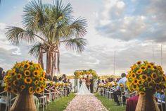 Casamento temático: decoração da cerimônia com girassóis