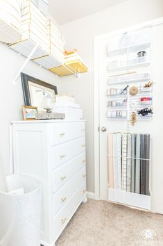 Shabby Chic Interiors, Shabby Chic Furniture, Black Interiors, Diy Storage Design, Gift Wrap Storage, Pillow Storage, Dresser Storage, Diy Kitchen Storage, Office Storage