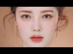 Glowy Coral Makeup (With sub) 촉촉 코랄 메이크업 Video – Uñas Coffing Maquillaje Peinados Tutoriales de cabello Korean Look, Korean Makeup Look, Korean Makeup Tips, Korean Makeup Tutorials, Asian Makeup, Peachy Makeup Look, Korean Wedding Makeup, Pony Makeup, Makeup Eyeshadow