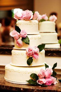 Gorgeous! // Photo by Eileen. #minneapolisweddingphotographer #weddingcake