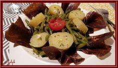 Nous apprécions les haricots verts, et nous aimons aussi les manger froids, une petite salade est parfaite pour mes repas du midi. Ingrédients: 600g de haricots verts (congelés pour moi) 800g d'eau 1 cube de légumes une dizaine de pommes de terre Viande...