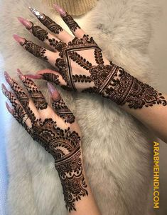 50 Most beautiful Varanasi Mehndi Design (Varanasi Henna Design) that you can apply on your Beautiful Hands and Body in daily life. Pretty Henna Designs, Indian Henna Designs, Full Hand Mehndi Designs, Mehndi Designs 2018, Modern Mehndi Designs, Mehndi Designs For Girls, Mehndi Design Pictures, Mehndi Designs For Fingers, Dulhan Mehndi Designs