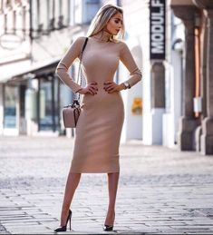 A view into the world of a 29 year old Bi-Woman who loves classy stuff in day to day life. People should be more classy and sassy Tight Dresses, Sexy Dresses, Dress Outfits, Fashion Dresses, Dress Shoes, Shoes Heels, Look Fashion, Womens Fashion, Elegantes Outfit